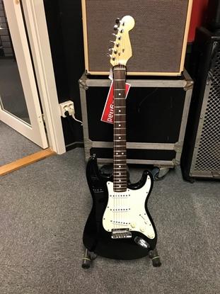 Bild på Begagnad Fender AM Standard Stratocaster, Black, -95 i mycket fint skick.